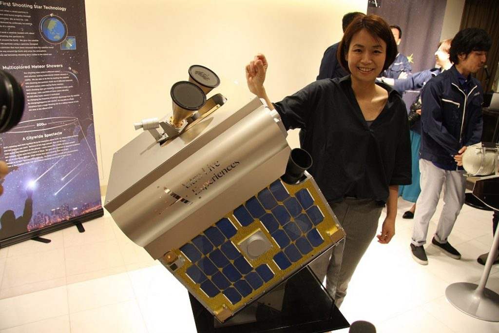 CEO Lena Okajima of Ale Co. explains the firm's plan for a satellite that will launch ball-shaped particles to produce artificial shooting stars.