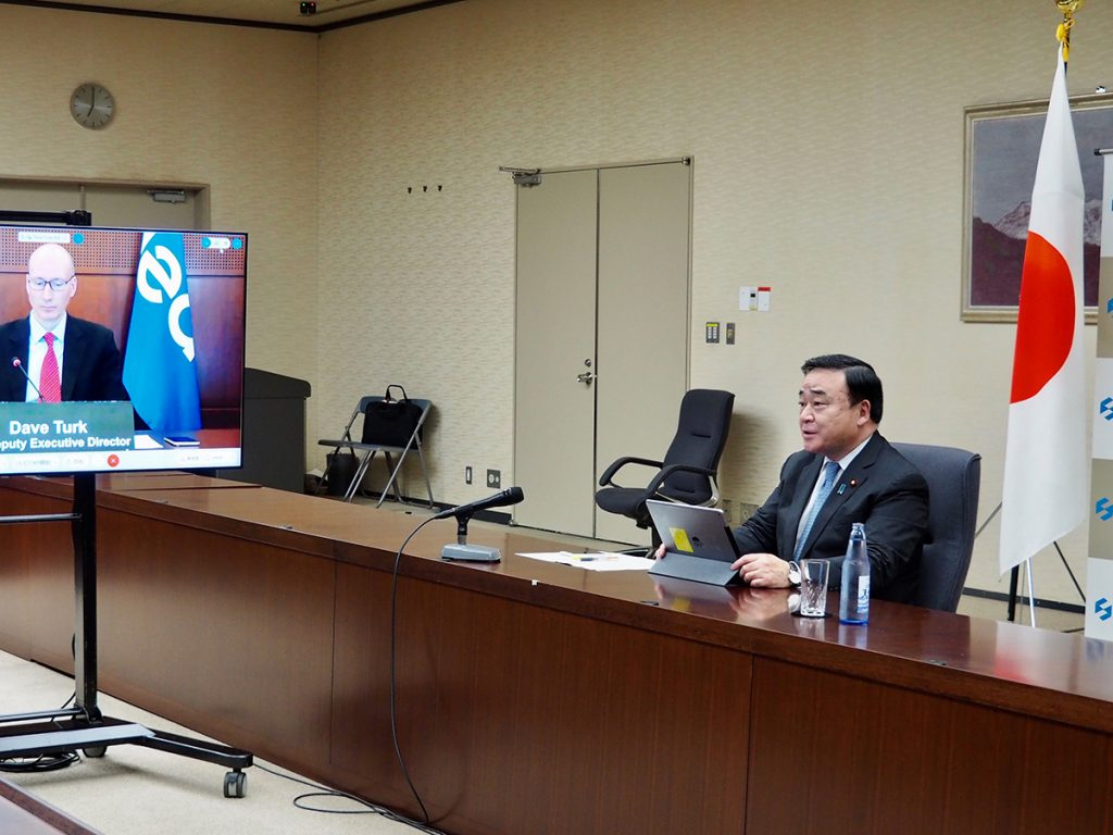 Economy, Trade and Industry Minister Hiroshi Kajiyama participates in the International Conference on Carbon Recycling.